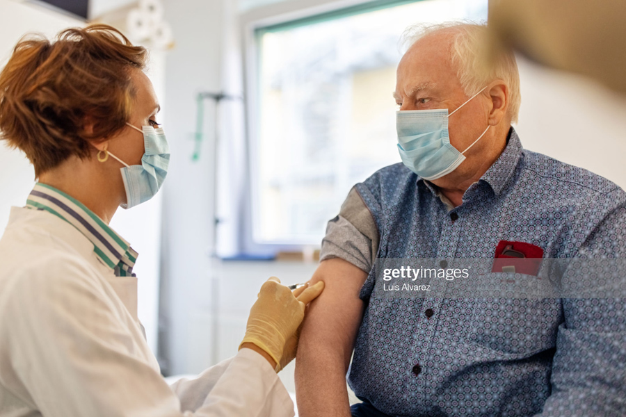 Vaccination-Old-People