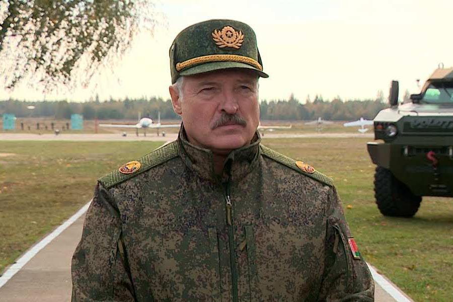 Lukashenko_v_kamuflyazhe