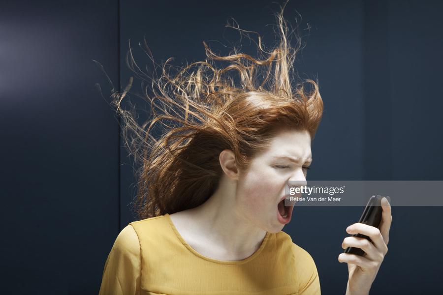 О хабалках с тюнингом и айфоном Woman-Phone