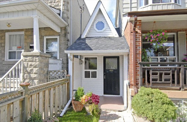 Canada_small_house