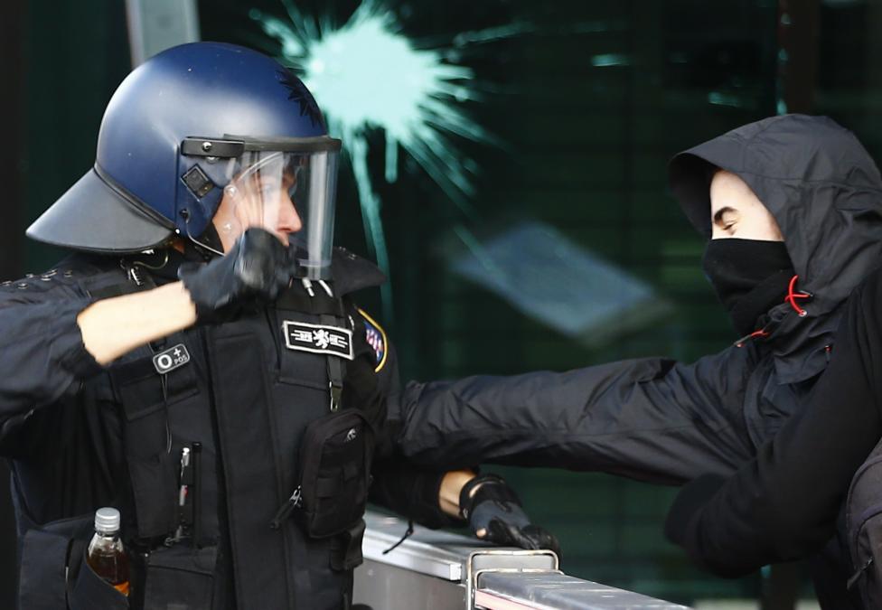 PoliceRiot1-German
