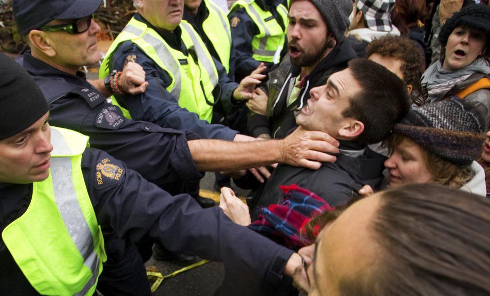 PoliceRiot2