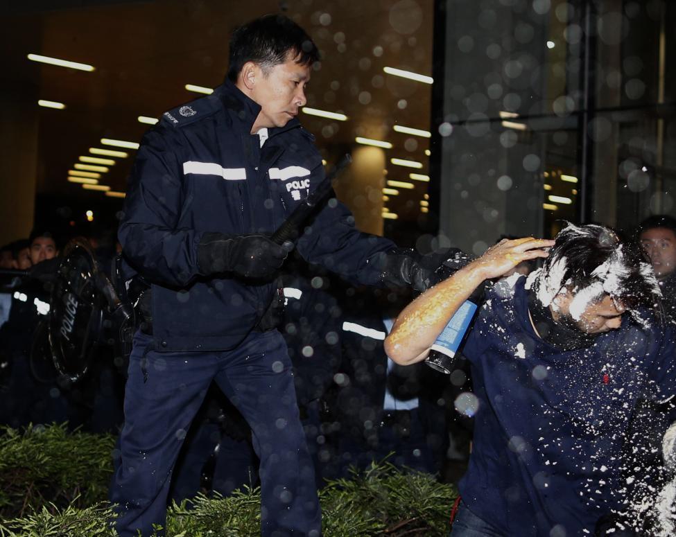 PoliceRiot3-HK