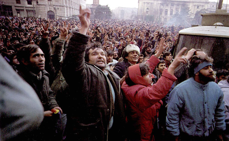 Mass_on_the_street_1989