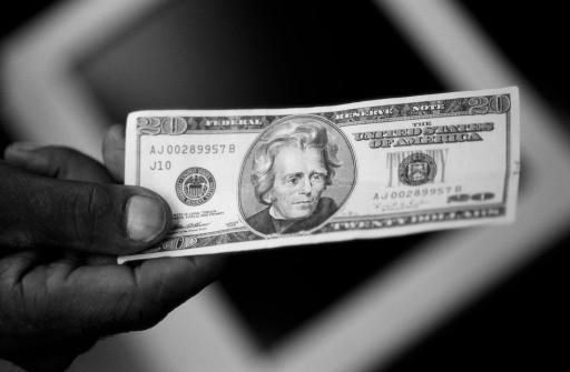 Dollar_in_hand