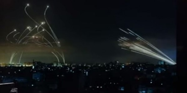 Хуевые чуваки обстреливают пиздатых. Ад и Израиль