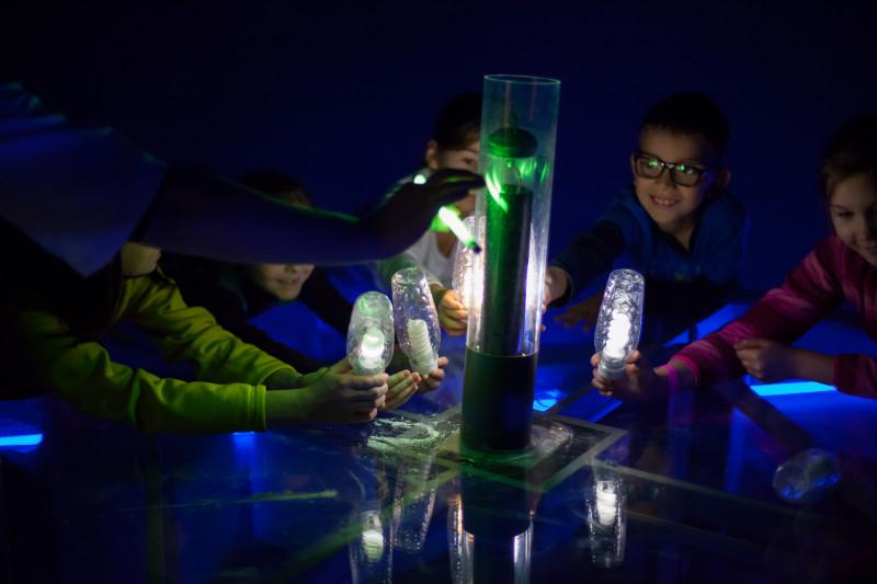 Младшие научные сотрудники Политеха проводят опыты