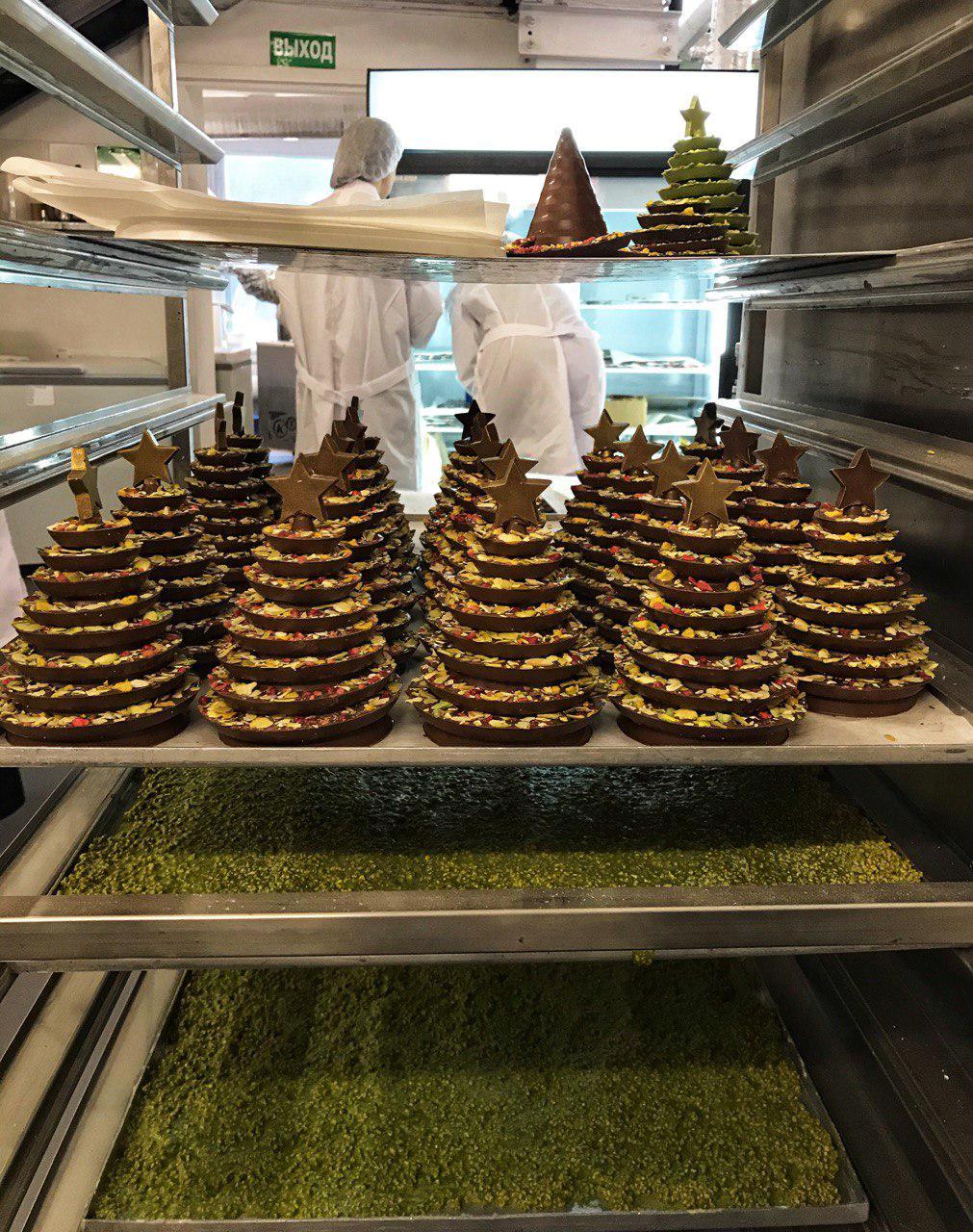 Шоколадные елочки готовы и вот-вот станут вкусным подарком для кого-то