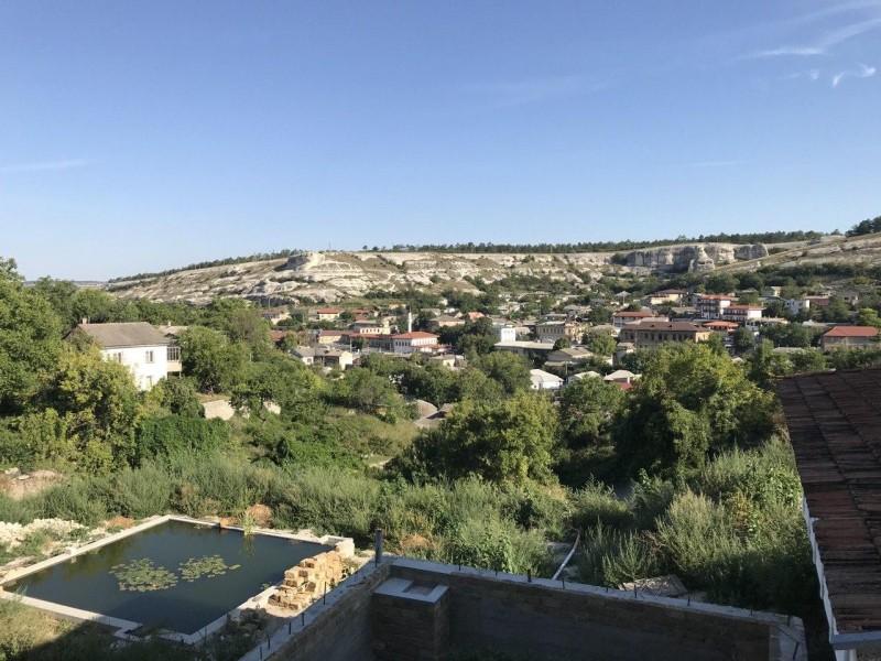 Вид из отеля Бахитгуль на центр Бахчисарая