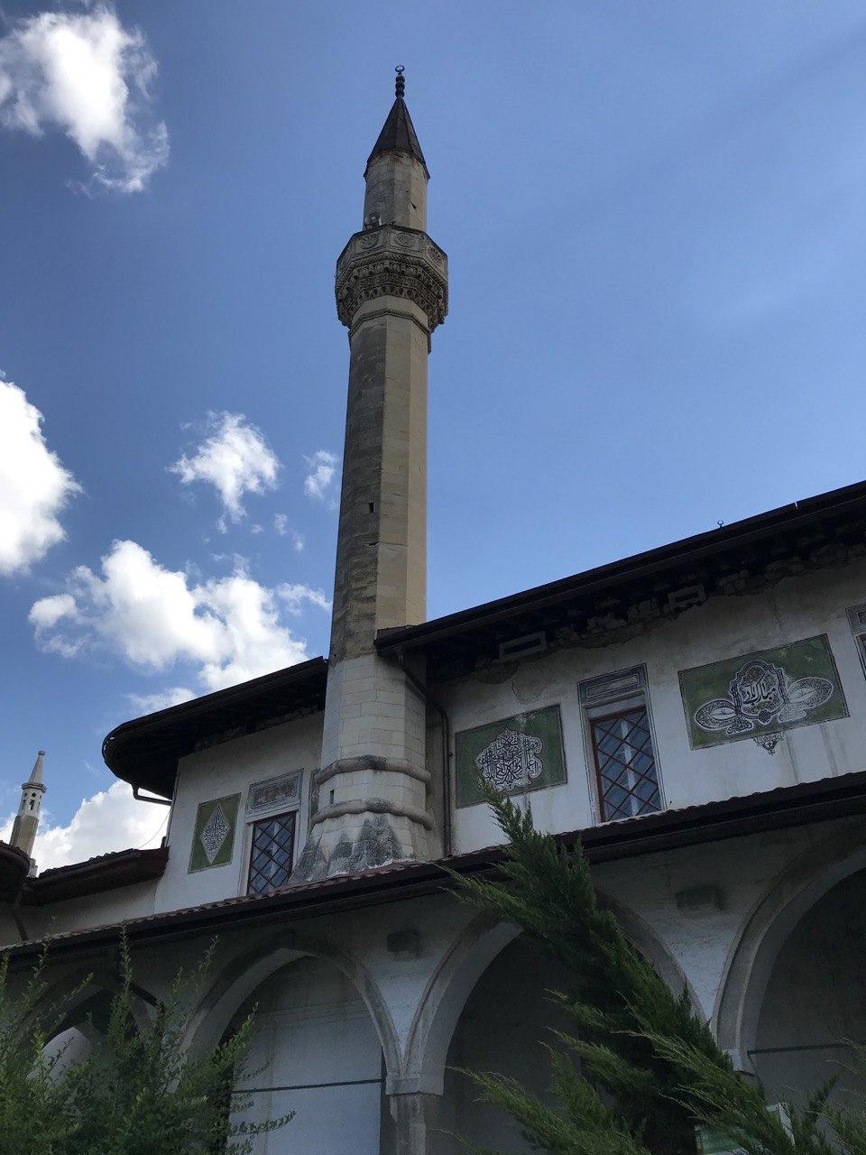 Минарет в Ханском дворце в Бахчисарае