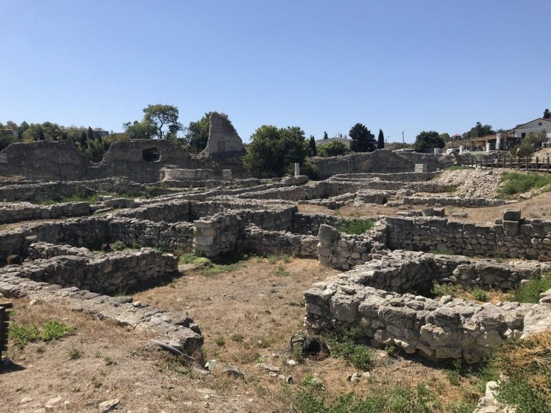 Развалины древнегреческого полиса Херсонес, который был основан как колония в 424-421 гг. до нашей эры