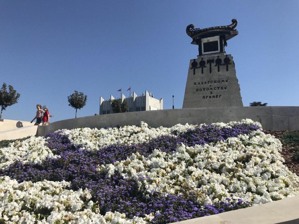 Первый памятник Севастополя. Был установлен офицеру А.И. Казарскому в 1839 году