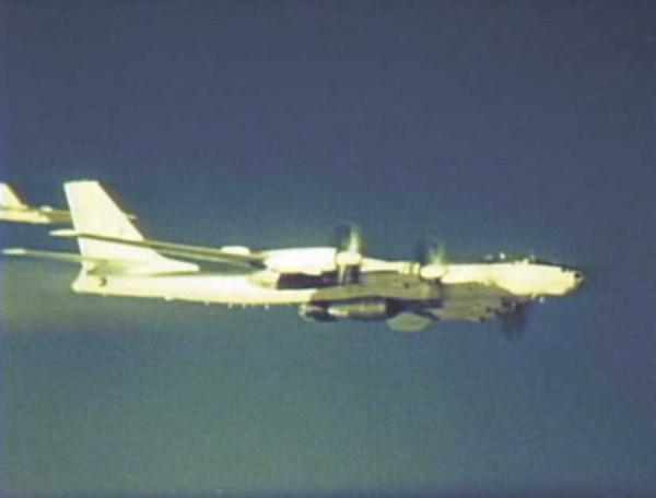 Ту-95-с-царь-бомбой-веб