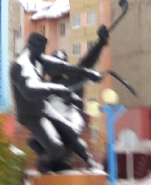 памятник хоккеистам в динамике