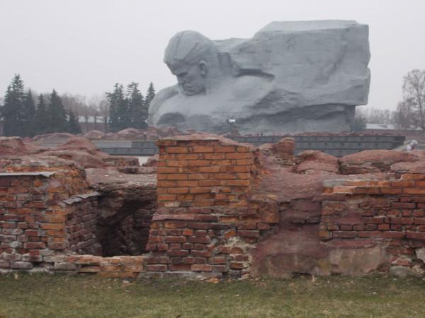 БК-памятник-голова-в