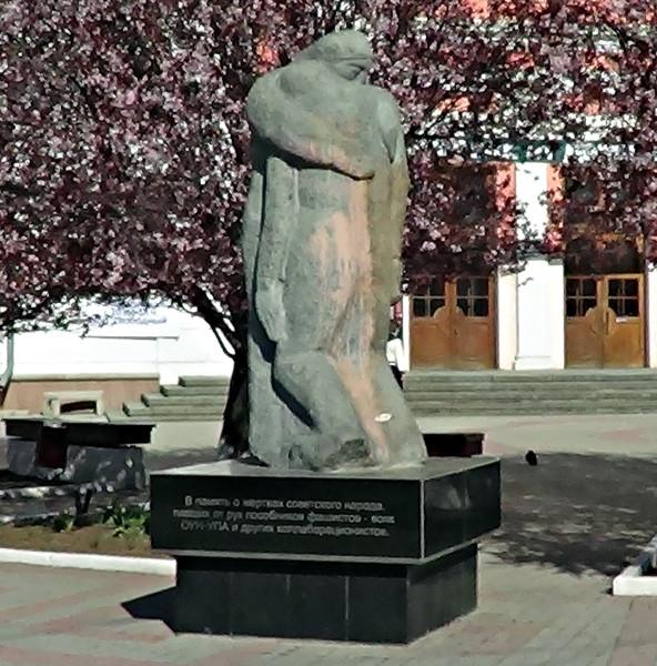 симфи-памятник жертвам ОУН - копия