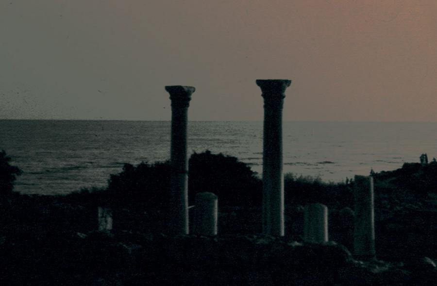 Колонны-базалики-ночь-w