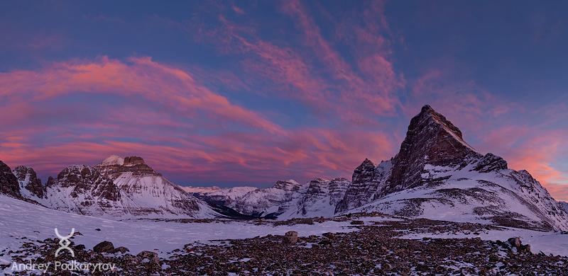 Долина десяти пиков с перевала Wankchemna. Национальный парк Банф. Канадские Скалистые горы.