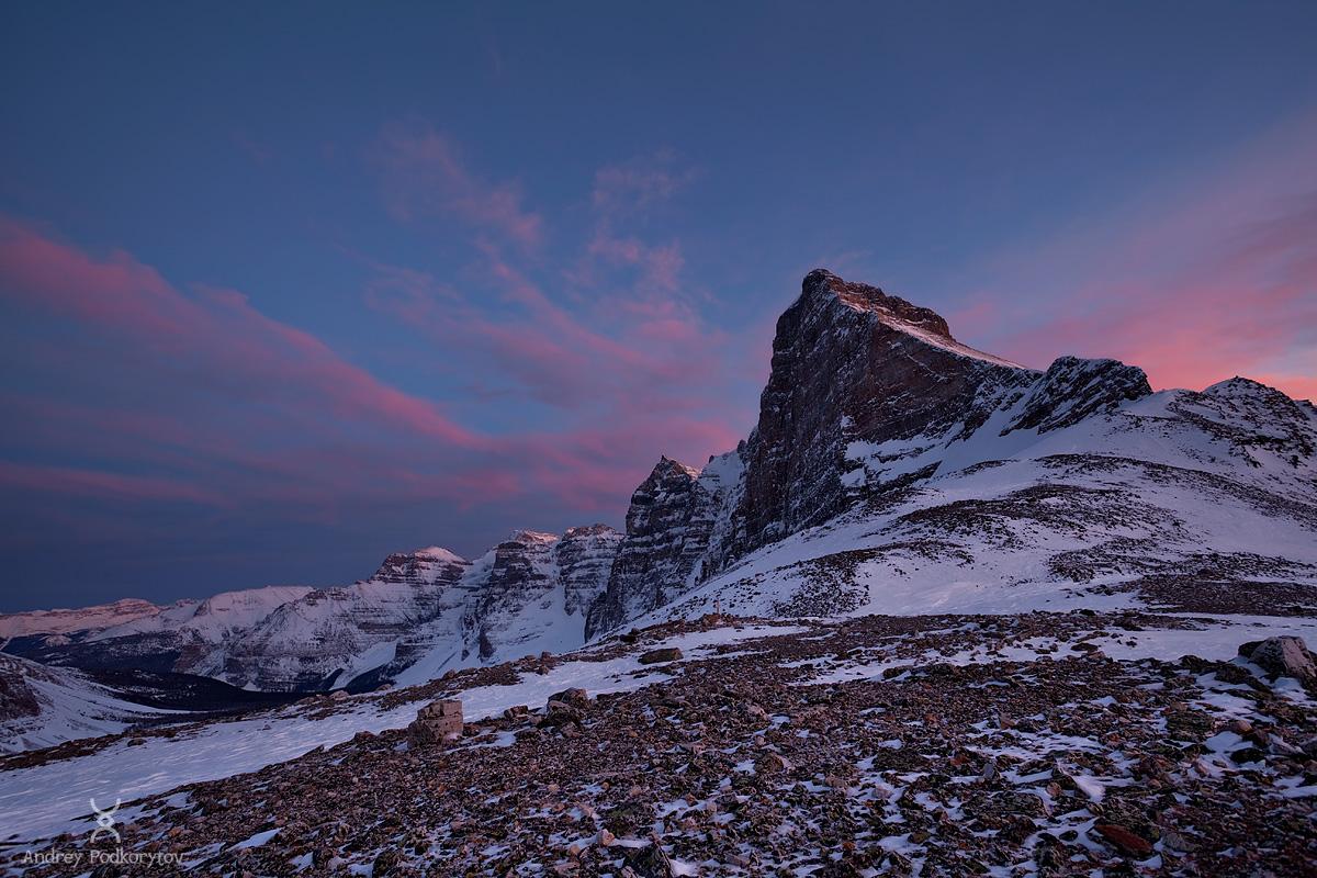 Долина Десяти пиков. Вид с перевала Wankchemna. Национальный парк Банф. Канадские Скалистые горы.