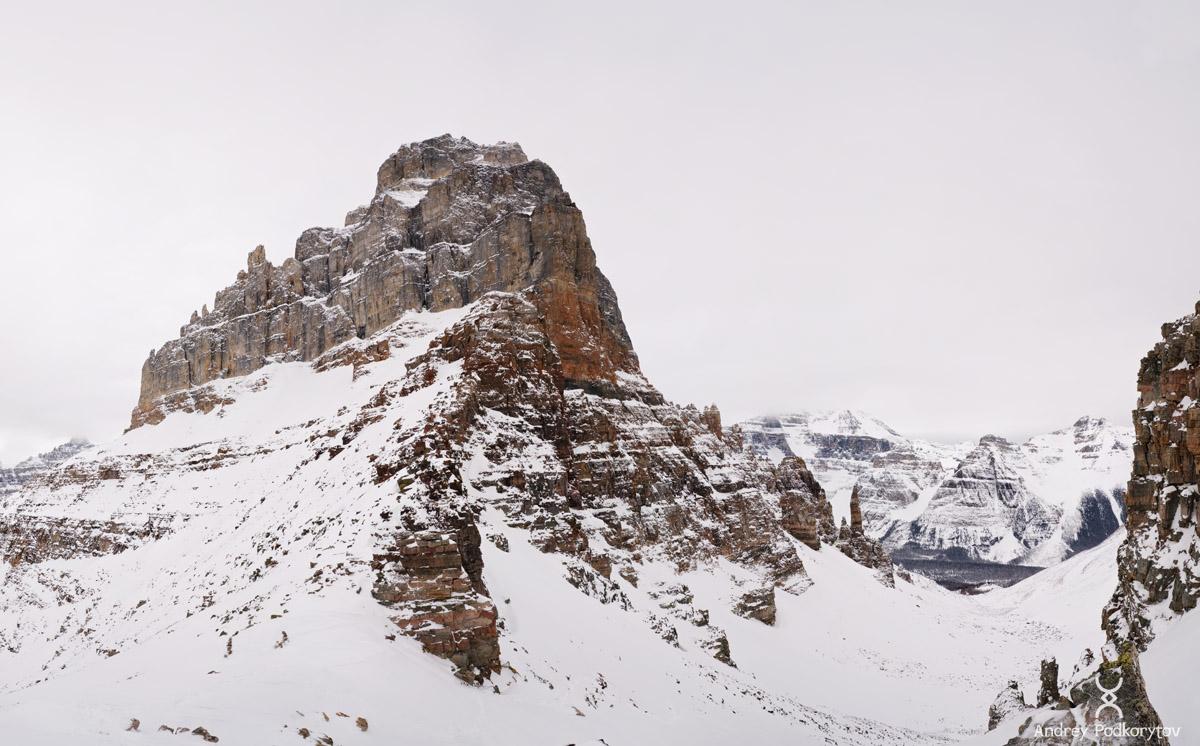 Гора Pinnacle с перевала Sentinel. Национальный парк Банф. Канадские Скалистые горы.