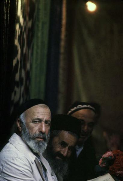 7 Барт Глинн, 1963. Евреи Бухары в единственной оставшейся синагоге 2