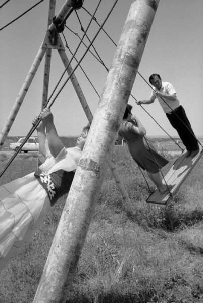 3 Джон Винк, 1987. Курорт расположен вдоль СССР - Ташкент-Чимкент дорога, где молодожены и война приходят, чтобы насладиться себя.