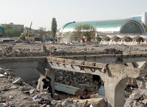 8. Снос части Алайского рынка, 2011 год. Фото Елены Бондарь