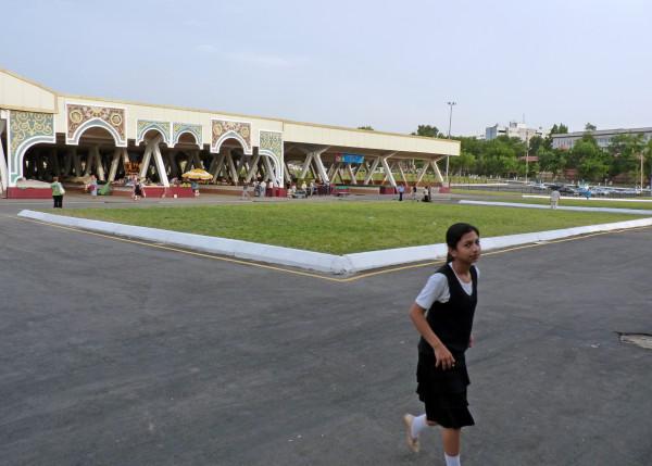 12. Алайский рынок после сноса, 2011 год