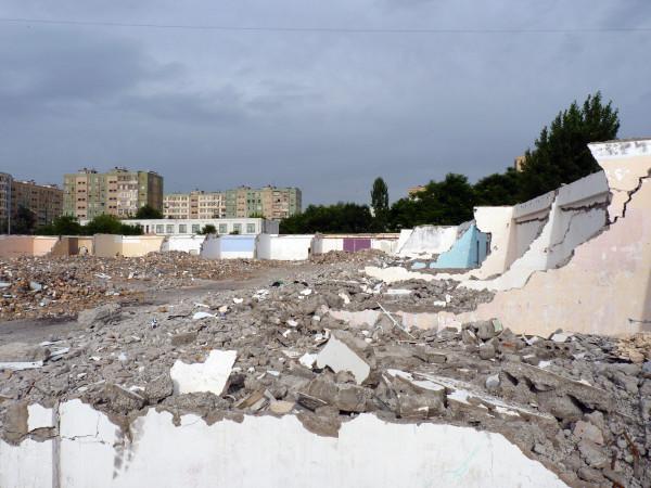 15. Строительный рынок при Паркентском базаре после сноса, 2011 год