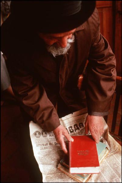 18 Пинхасов. Ташкент, книги в синагоге упакованы в правду, 1988