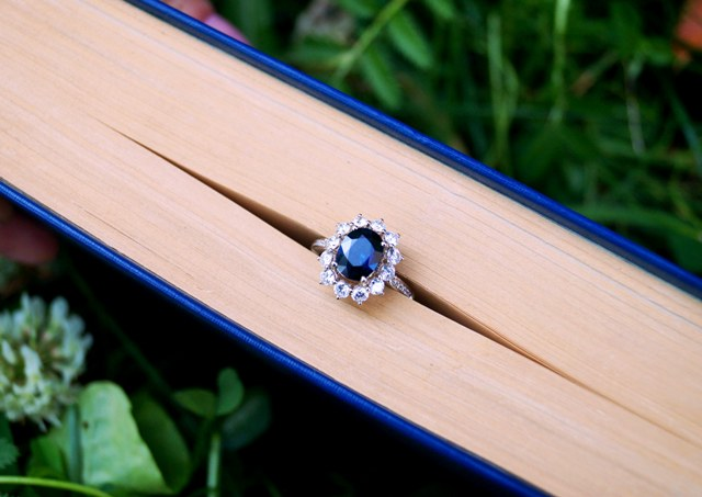 на книге кольцо 2