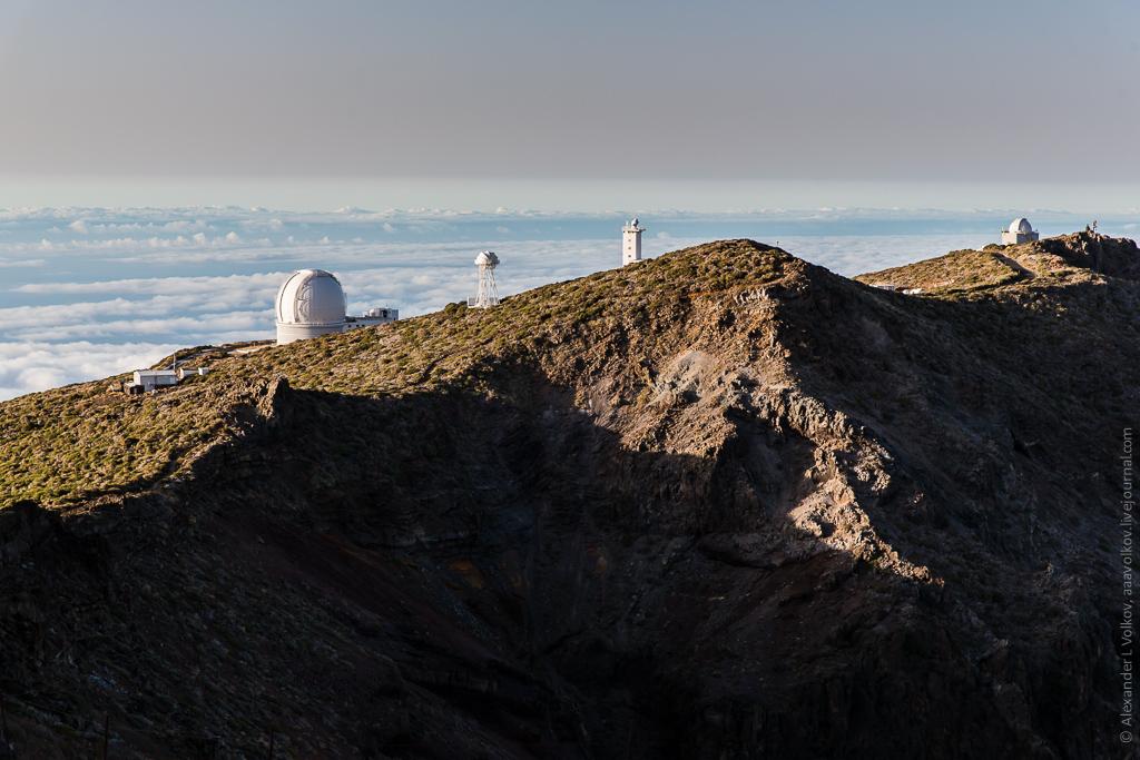 На острове уникальным образом подобрались географические и метеорологические условия, оказавшиеся удивительно благоприятными для наблюдения за звёздами. Остров мало населен, что снижает световое загрязнение до минимума
