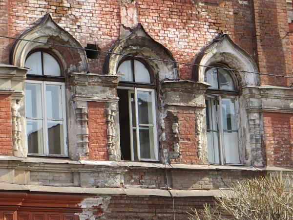 Историческая память Красноярска сейчас выглядит примерно так (ул. Горького, 2). Фото: Александр Колотов