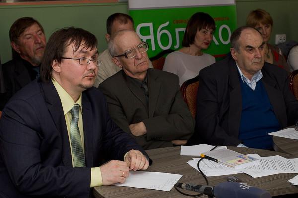 Участники круглого стола «Экологические проблемы Красноярья» 27 мая 2013 г. в Красноярске