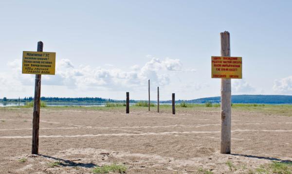 Установленные нами знаки на створе будущей Мотыгинской (Нижнеангарской) ГЭС. Фото: Александр Колотов