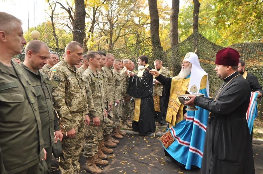 Думенко Филарет благословляют атошников убивать людей на Донбассе