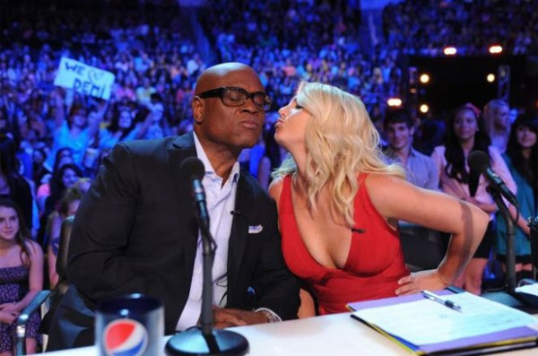 2480059-britney-spears-x-factor-la-reid-kiss-617-409