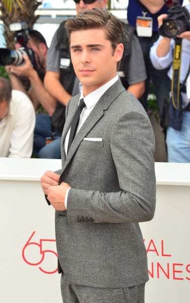 zac_efron_gray_suit_red_carpet