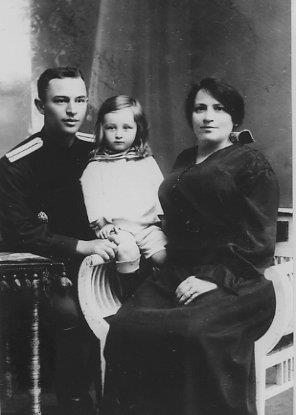 Склянский с матерью и сыном