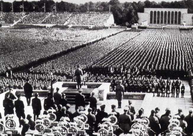 nazis crowd