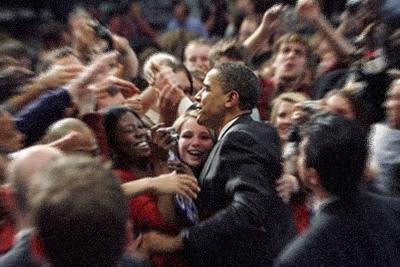 obama in girls crowd