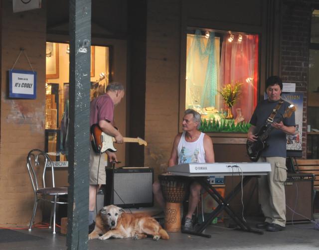 3 street musicions 2260