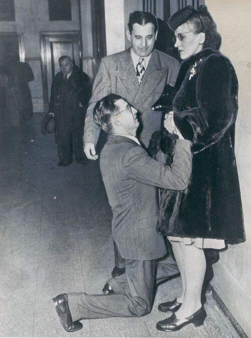 man_begging_wife_forgiveness_Divorce_Court_Chicago_1948