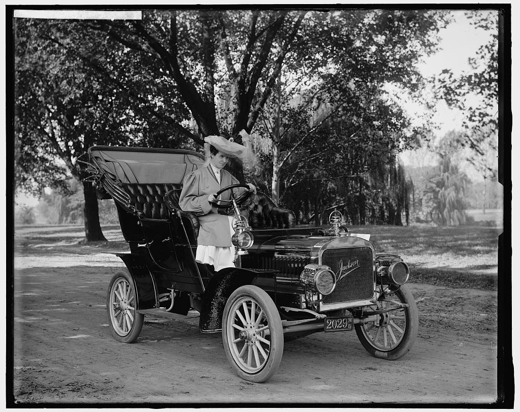 1907-1915_Women Driving Automobiles