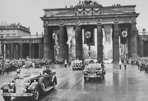 brandenburg_gate_Hitler