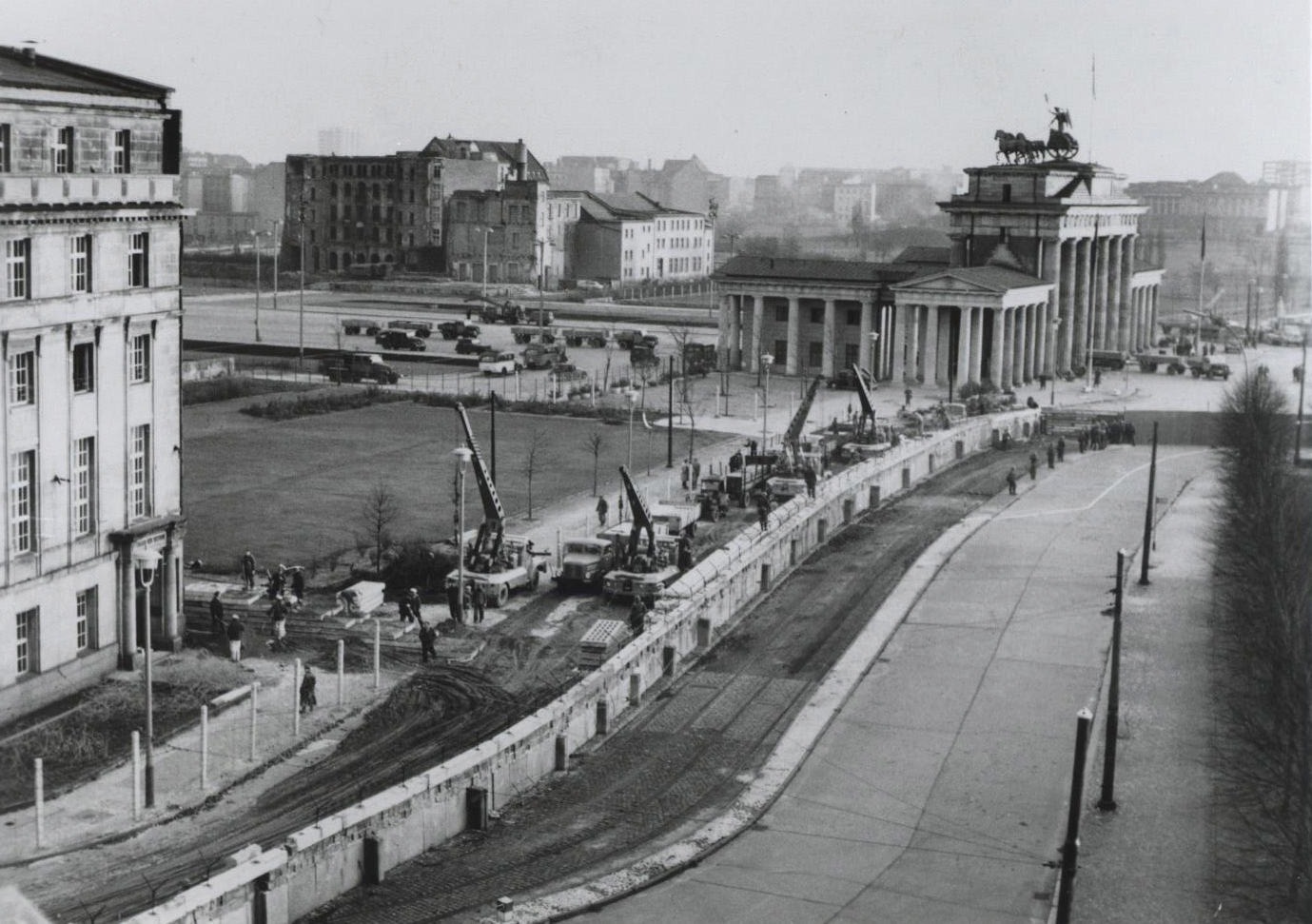 brandenburg_gate_wall_1962