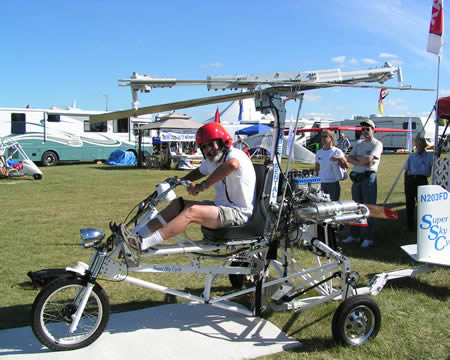 Flying_bike_Super_Sky_Cycle_created_by_former_test_pilot_Larry_Neal_Boyd_flying-moto
