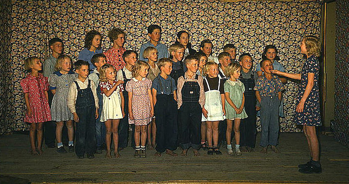School_children_singing._Pie_Town__New_Mexico__October_1940_2