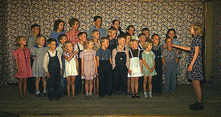 School_children_singing._Pie_Town__New_Mexico__October_1940_2