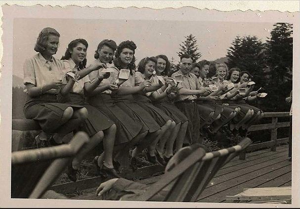 Auschwitz_young_women